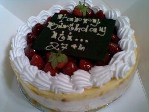 ditambahin satu umurnya, harusnya 26 th.. hihi.. tetep enak ko kuenya.. tengkyuu bitata