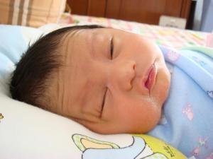 3 bulan yang lalu : newborn zahra lagi typsi