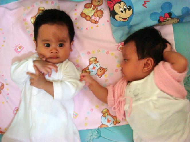 2 bulan kemudian, umur 4 bulan ama Baby Akmal